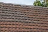 Škvrny alebo zmeny farby na streche